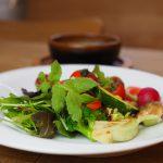 Bistro Dining Jamの自家製バーニャカウダ、牛ステーキ、抹茶ガトーショコラ